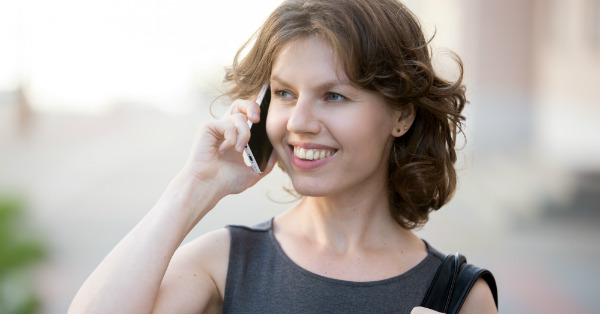 Woman receives advice for better phone calls with hearing loss